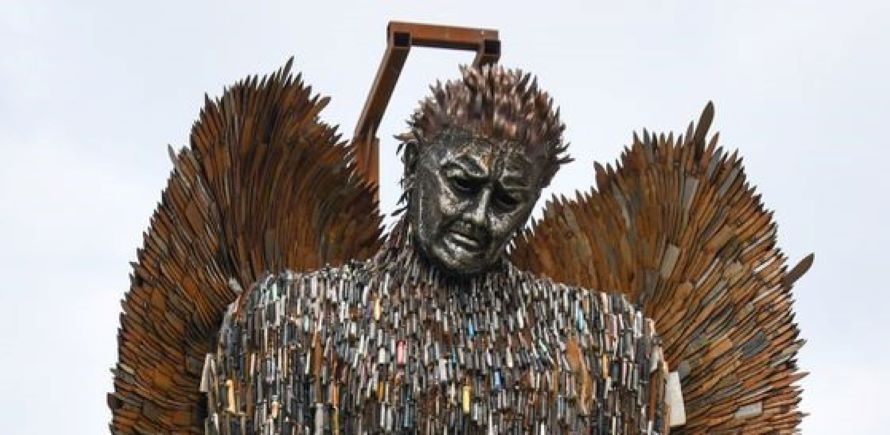knife angel and hereford team (2)-L